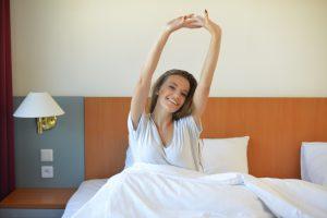 【朝が弱い人 必見!】朝のだるさを、一瞬ですっきり!起きたらスグ 寝たままで始める簡単ストレッチ